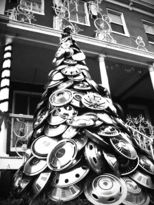 recycled_car_parts_hubcap christmas tree